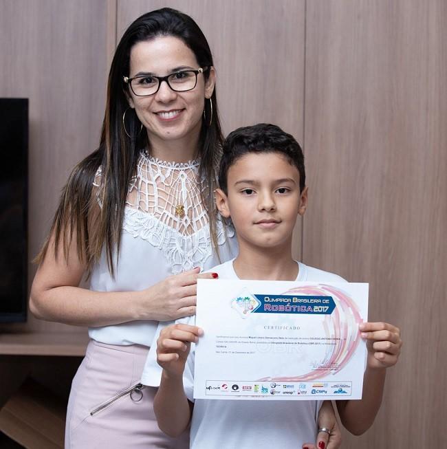 Alunos da Robótica do Vieira recebem premiação de competição nacional