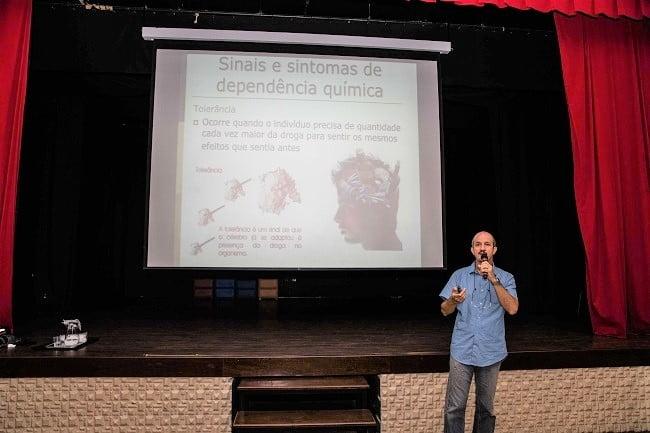 NAIC promove palestra sobre efeitos nocivos das drogas