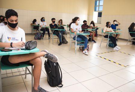 Após esforço para readaptação de espaços, Vieira oferece aulas diárias para todas as turmas